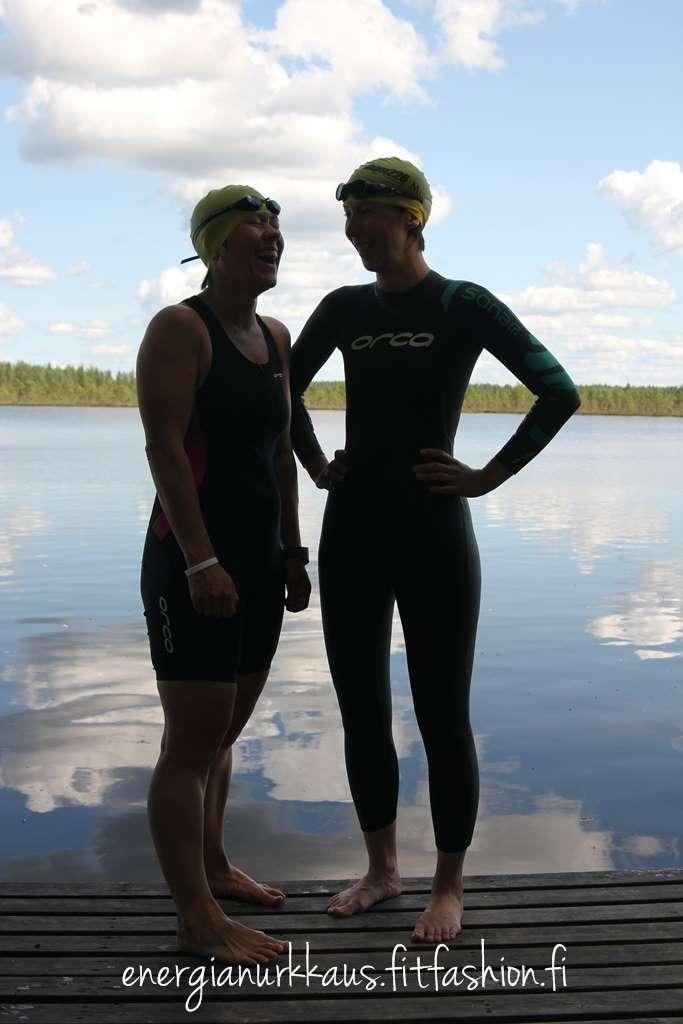 Juoksemassa uinnin sijaan, mutta tässä kuvassa on jotenkin kiva tunnelma. Minä ja Sanna.