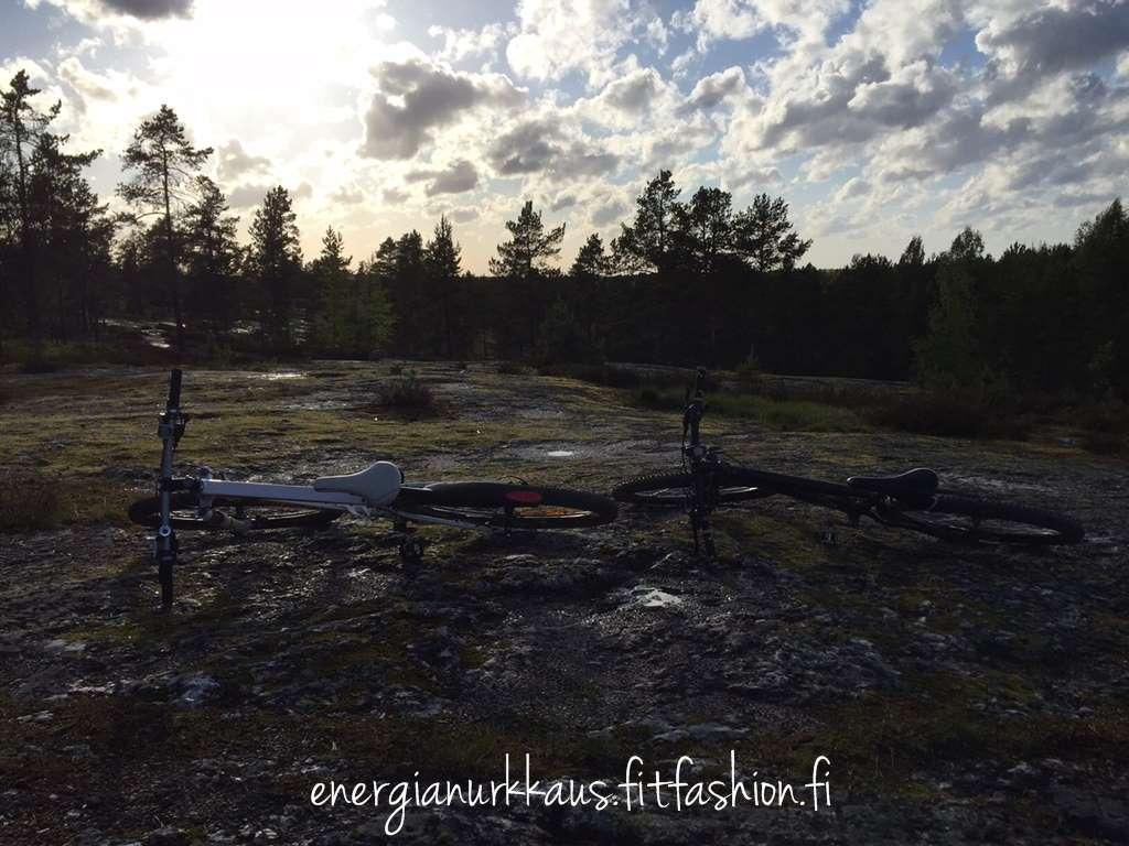 """Tuli maastopyöräkuume, kun ajoin siskon 29"""" pyörällä. Mahtava!!"""