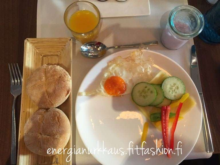 Hotellin aamupalalla saa gluteenitonta sämpylää!