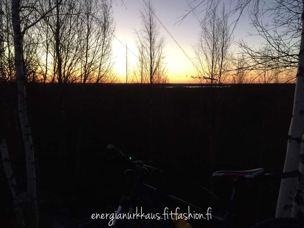 Sunnuntaiaamun lenkki ja auringonnousu